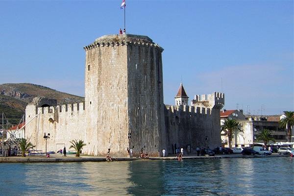 Trogir En Croatie  U2013 Location  H U00f4tel  Guide Voyage  M U00e9t U00e9o